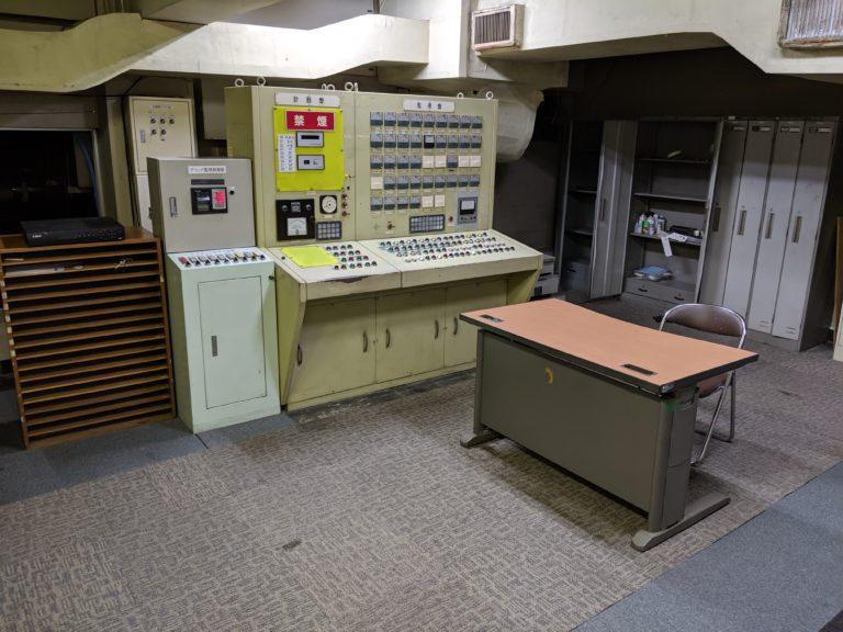 地下・コントロールルーム